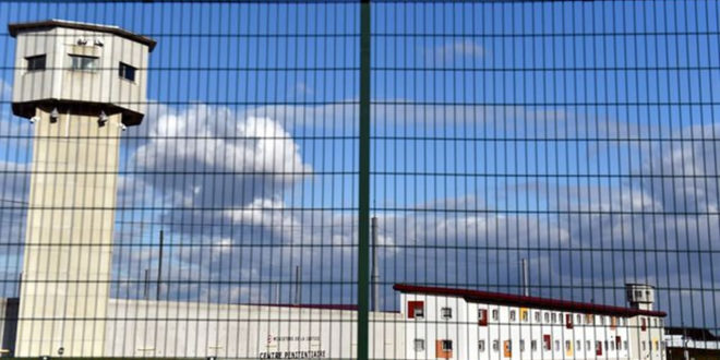 Prisons françaises floutées Google Maps
