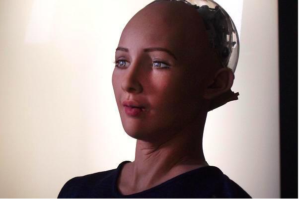robots effrayants sophia