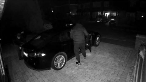 Vol d'une Tesla Model S vidéo