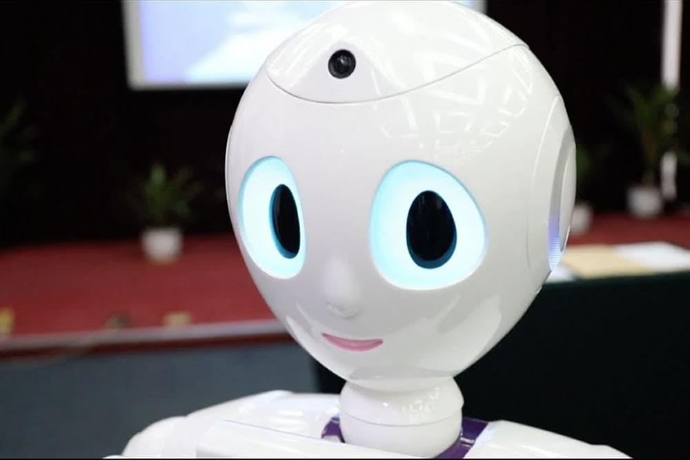 Xiaoyi robot diplômé médecine