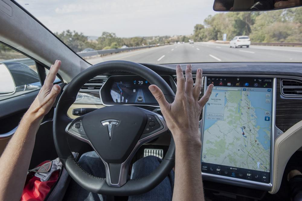 Autopilot Tesla ivre dort volant