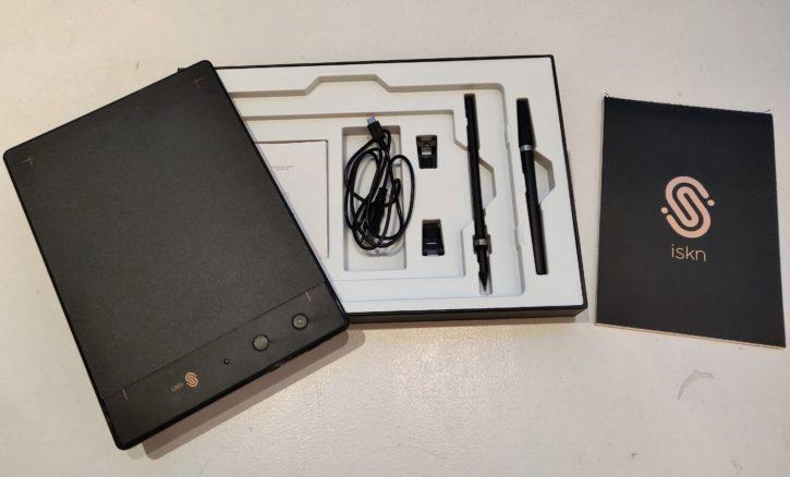 unboxing de la Slate 2+ tous les objets présent dans la boîte