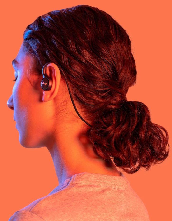 écouteurs sans fil NuraLoop de Nura sur un utilisateur