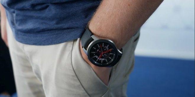 Samsung Galaxy Watch mise à jour sur un poignet
