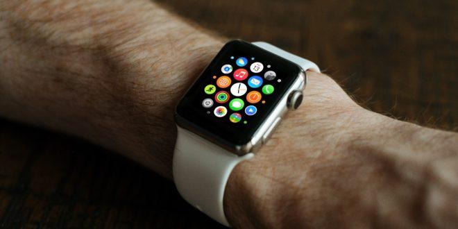 Apple Watch au poignet d'un utilisateur