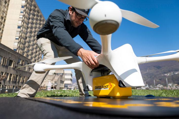 décollage drone livreur de la Poste suisse