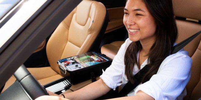 Une console Cargo dans une voiture Uber