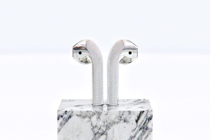 airpods object n°1 avec dock en marbre de Ian delucca