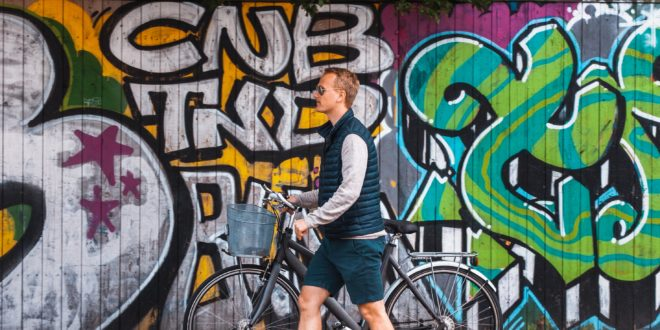 cycliste avec son vélo électrique
