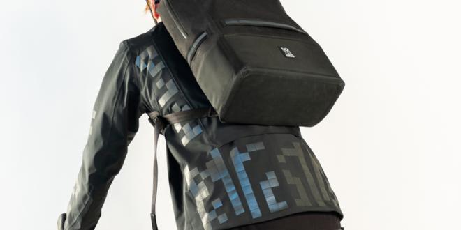 veste connectée pour cyclistes avec qr-code avec sac à dos