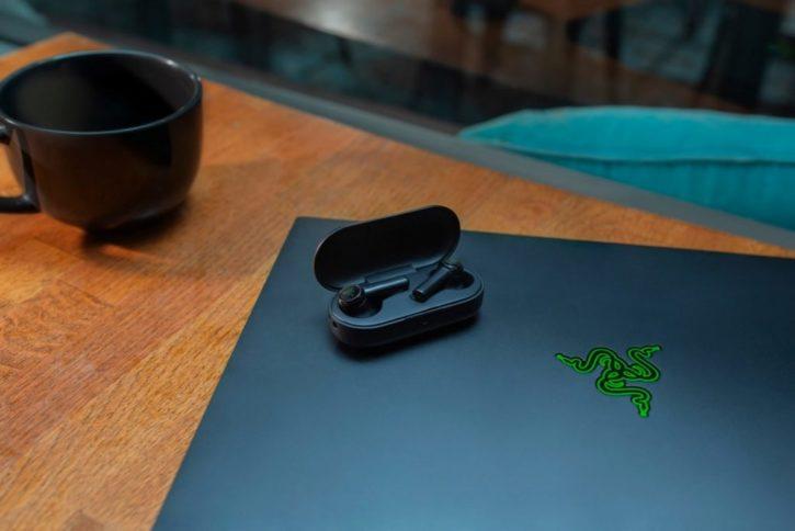 écouteurs sans fil razer Hammerhead true wireless avec boîtier de recharge