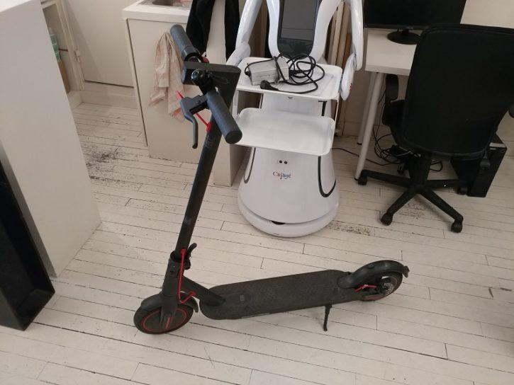 Mi Electric Scooter Pro devant rebot server