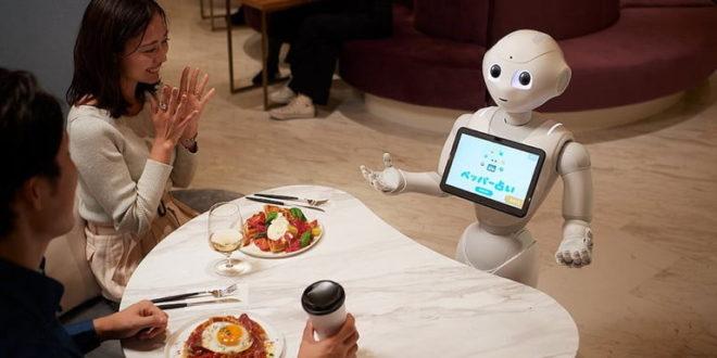 un robot prenant les commandes dans le café pepper parlor