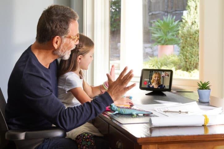 écran connecté amazon echo show 8 pour visioconférence