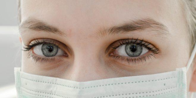 Coronavirus : Pourquoi on devrait tous porter un masque malgré ce que dit Macron