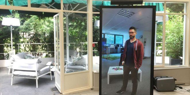 la vitre, écran connecté pour visioconférence